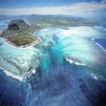 まるで海中の巨大な滝!モーリシャス島の絶景!