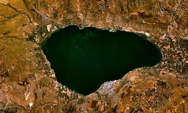 363px Sea of Galilee e1382940857698 イスラエル周辺に栄えた古代文明、崩壊の原因は干ばつか?