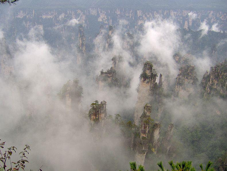 791px ZhangJiaJie 桃源郷、住むのは仙人か人間か。中国湖南省の理想郷。
