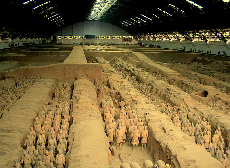 800px Xian museum 始皇帝陵、兵馬俑。皇帝の従者が守る壮大なの地下宮殿!