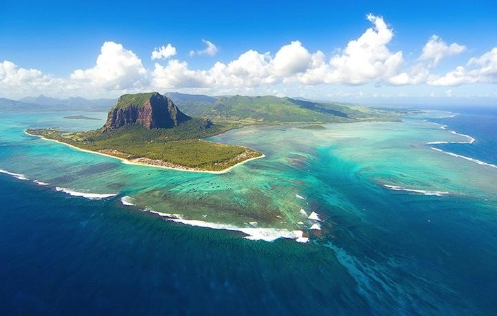 mauritiusunderwaterwaterfall2 まるで海中の巨大な滝!モーリシャス島の絶景!