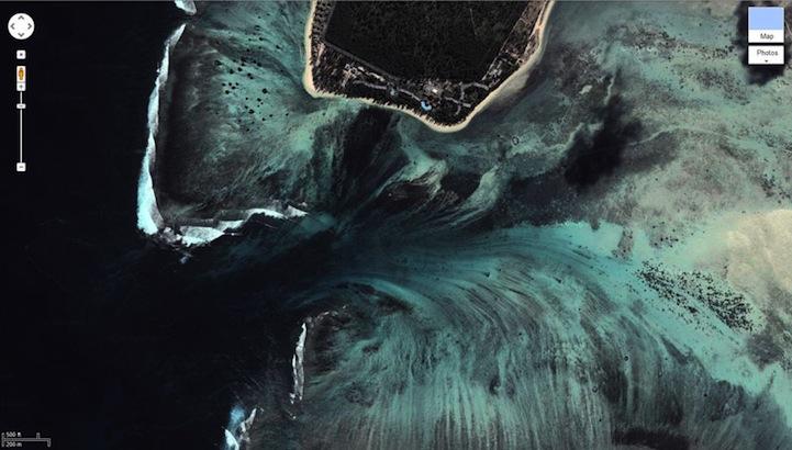 mauritiusunderwaterwaterfall6 まるで海中の巨大な滝!モーリシャス島の絶景!