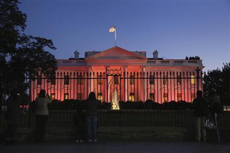 r 世界中のランドマークがピンク色に染まる!理由はピンクリボンキャンペーン!
