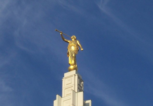 Angel Moroni Statue on Idaho Falls Temple モルモン教、誕生の理由は天使との遭遇!