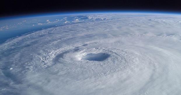 Hurricane Isabel from ISS 地球温暖化の被害の多くは発展途上国での被害!COP19で指摘される。