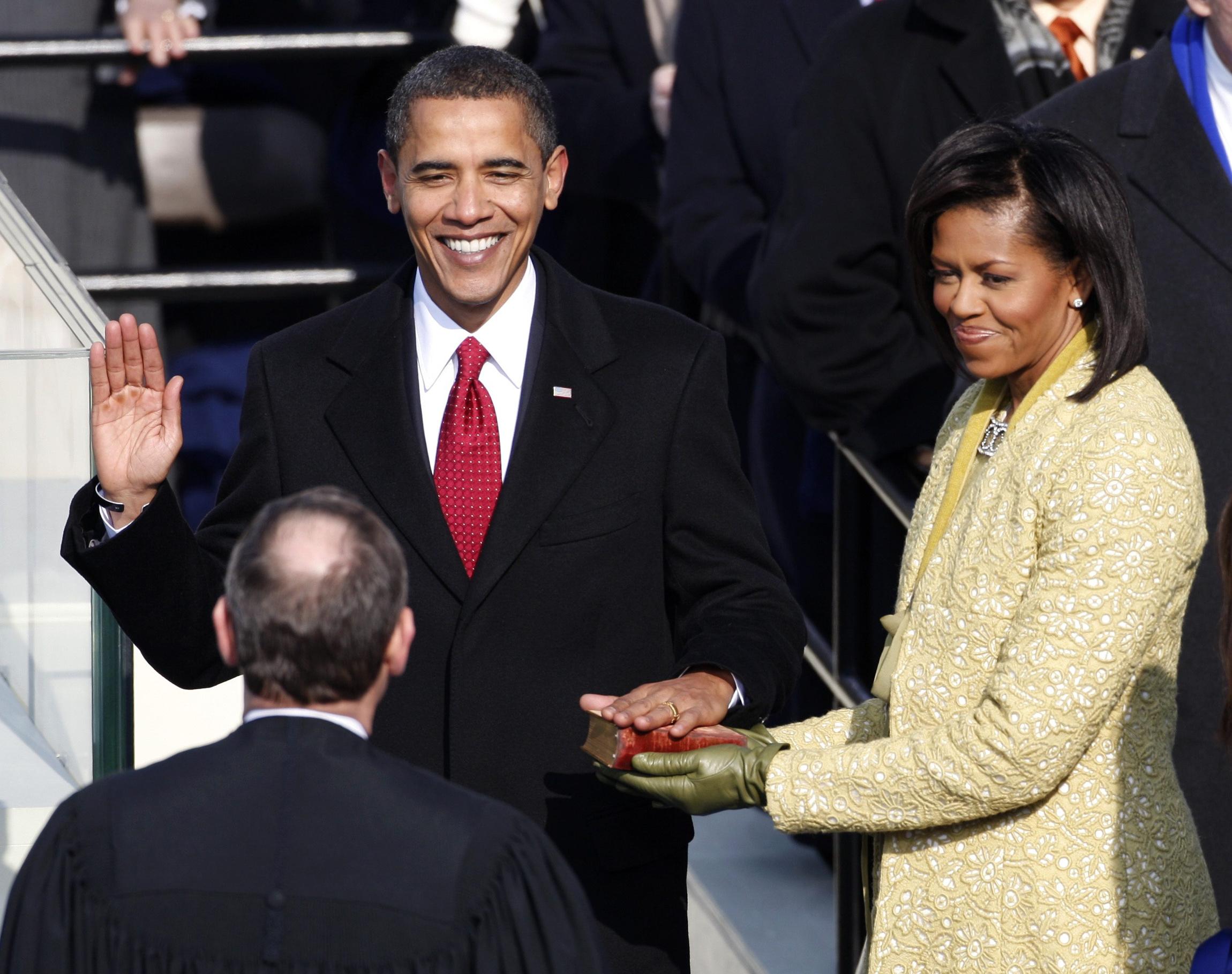 Obama swearing in コストコで聖書を「フィクション」と分類して騒動に。背景に見える現代における聖書の位置づけ。