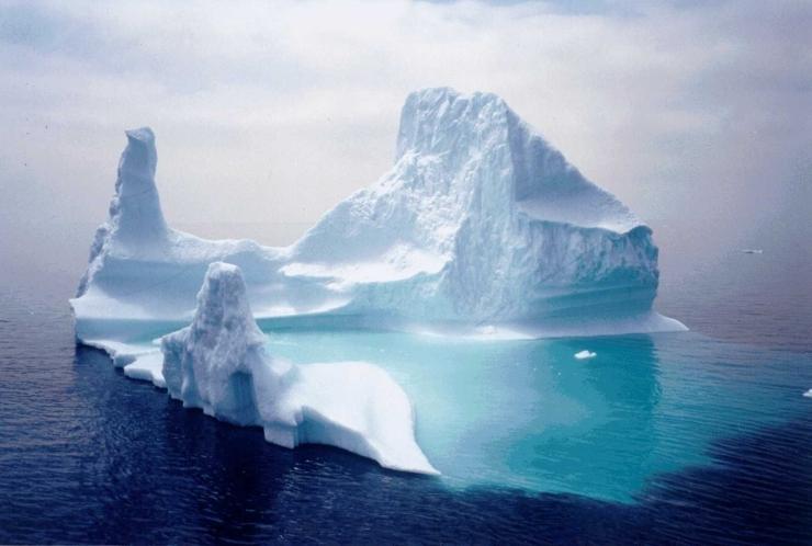 Pine Island Glacier Spawns Ginormous Iceberg 2 超巨大氷山が南極への航路上に迫る!その大きさはシンガポールと同等!