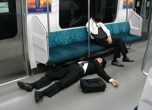 sleeping japanese 11 自爆営業の実態!社会問題になることで減少するのか?