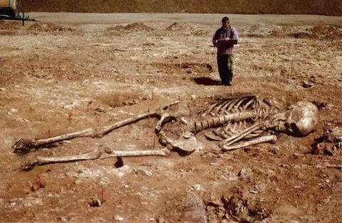 169085d8cd09cee0bea427beee509946 世界各地の巨人伝説!歴史的遺産にもその痕跡が残る!