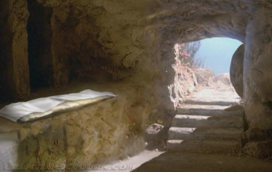 Empty Tomb Picture 07 900x570 キリストの墓、世界中に残る理由は。