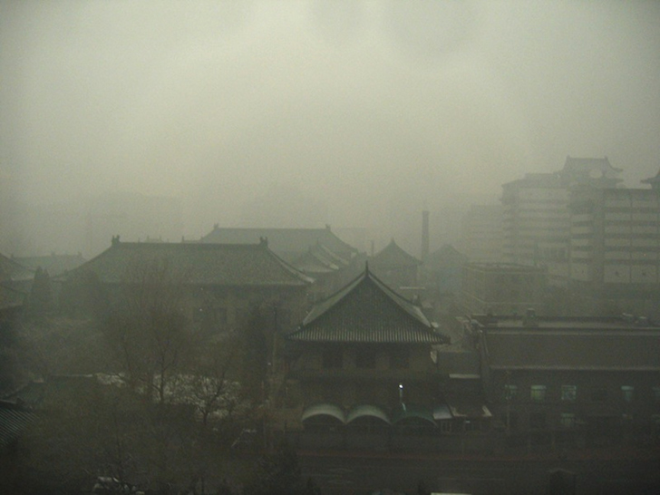 beijing smog record breaking air pollution 2 北京市が大気汚染対策として人口抑制を実施する可能性。