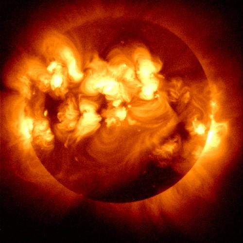 158270main solarflare 500x500 巨大な太陽フレアが発生!地球が悪影響を受ける可能性も。