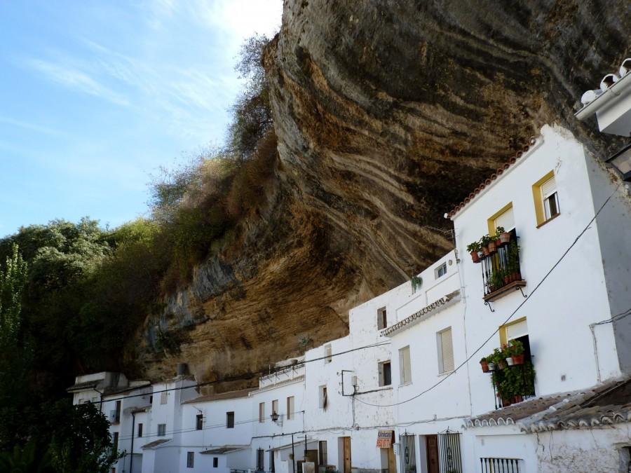 P1040448 900x675 危険すぎる街セテニル!岩や崖と共に暮らす街の絶景!