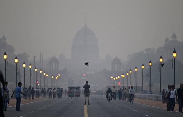 delhi articleLarge v2 インドで大気汚染が深刻に、一部地域では中国を上回る数値が計測される。