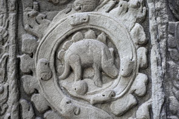 791 bas relief ta prohm 各地に残る恐竜のレリーフ。古代文明と共に眠る痕跡。