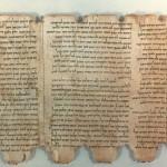 死海文書。隠された聖書の断片か。