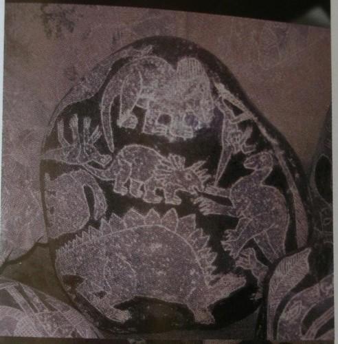 IcaStoneDINO 492x500 恐竜壁画、古代の遺物に恐竜と見られる絵が。