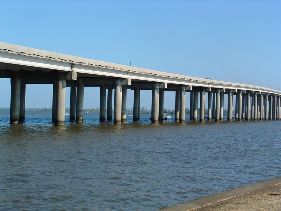 Manchac Bridge 900x675 マンチャック・スワンプス、ルイジアナの幽霊沼。