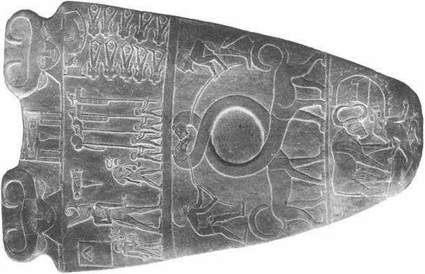Narmer Palette Pic e1393057081387 各地に残る恐竜のレリーフ。古代文明と共に眠る痕跡。