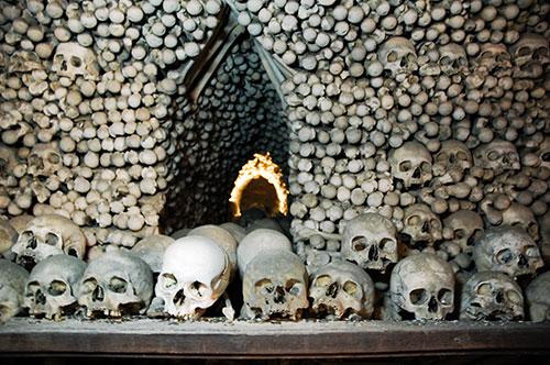Sedlec Ossuary セドレツ納骨堂。骨で飾られた礼拝堂!