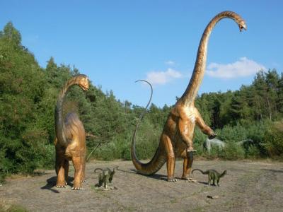 diplodocus 恐竜壁画、古代の遺物に恐竜と見られる絵が。