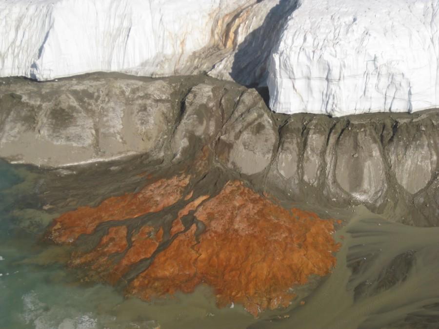 dry valleys 2 900x675 血の滝!南極で見られる詳細の現象!