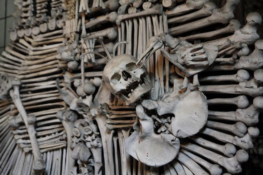 e4d5b9fa60f184bdf6cbcb271c2f8037 900x600 セドレツ納骨堂。骨で飾られた礼拝堂!