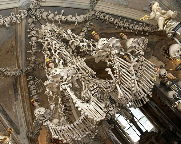 kutna hora kostnice2 セドレツ納骨堂。骨で飾られた礼拝堂!