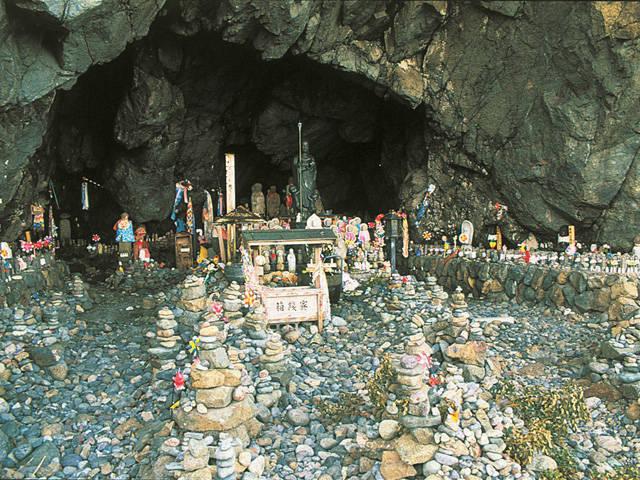 15001190 1261 1 賽の河原、子供達が集まる三途の川のほとり。
