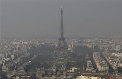 atmospheric hazard in Paris パリにも深刻な大気汚染が。フランス政府が規制を設ける。