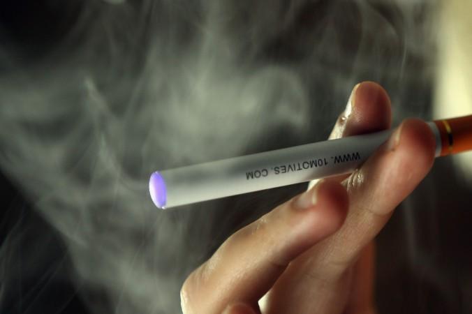 electronic cigarette 147880146 676x450 電子タバコの有害性がアメリカで議論される!