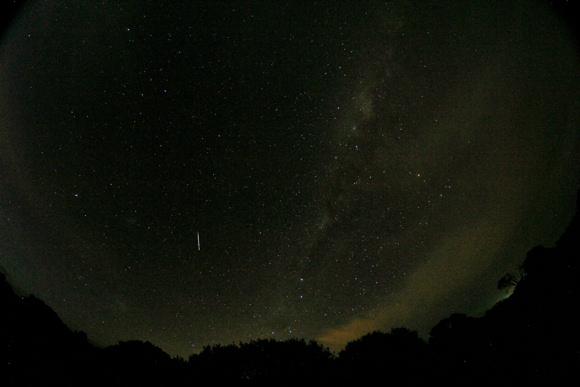 eta aquarid meteor by oliver floyd may 6 2013 みずがめ座η(エータ)流星群、2014年は5月6日が見ごろ!