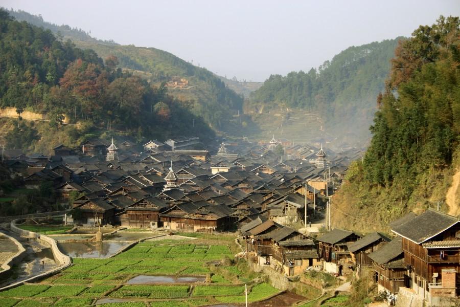 guizhou ethnic village 900x600 中国で空気の缶詰の販売計画が始動!名目は環境汚染対策。