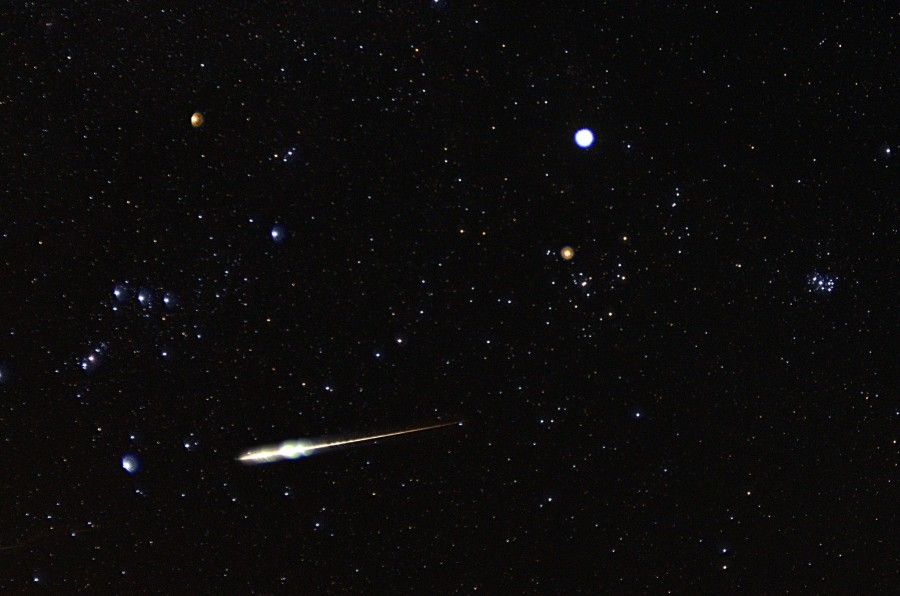 meteor Taurid 11 9 2012 Dale Forrest Boone NC 900x596 こと座流星群、2014年は4月23日の午前3時が見ごろ!