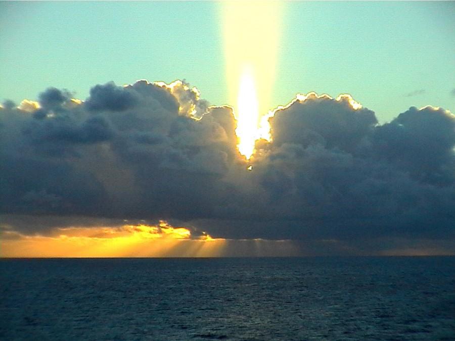 solar pillar 2 900x675 光柱現象!空へと結ばれた光。