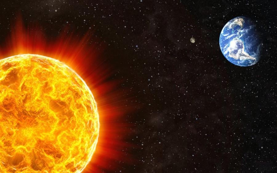 Sun Earth 900x562 太陽の寿命は100億年!現在は46億歳。