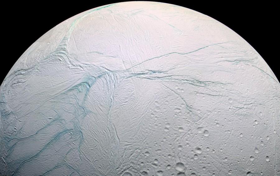 enc02 PIA07800 900x564 準惑星エンケラドスで水の存在が裏付けられる!