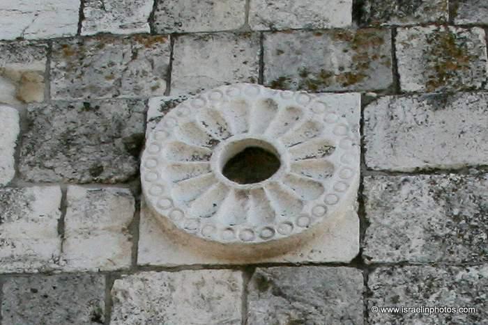 Wall Herods Gate Flower Gate IMG 3420 1 ヘロデ門と菊の紋!日本とユダヤを繋ぐ存在なのか。