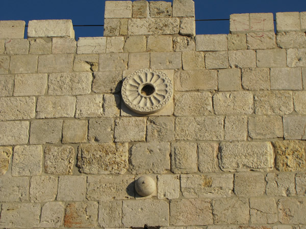 herod flower ヘロデ門と菊の紋!日本とユダヤを繋ぐ存在なのか。