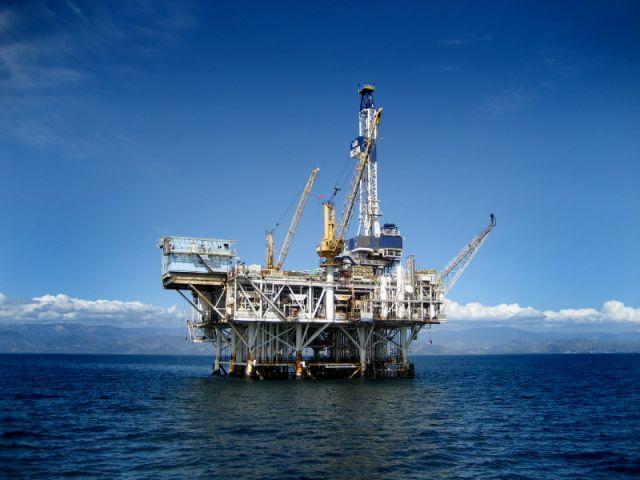 offshore oil rig 100166964 m 石油は枯渇しないのか。対立する学説。