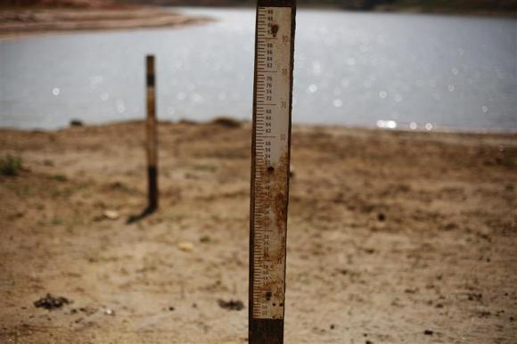r サンパウロで水不足が続く、ワールドカップの心配事が増える。