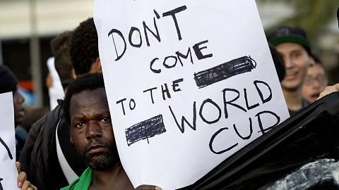 Headlines 480x270 brazil racist 1 ブラジルでワールドカップ反対の声。広がる格差に対する懸念。