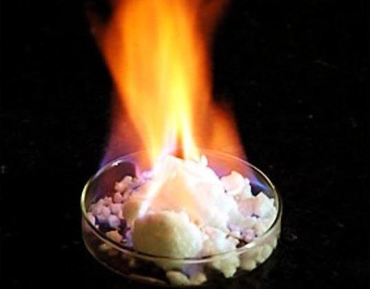 Japan flammible ice methane hydrate メタンハイドレートが新たな主役になるのだろうか。
