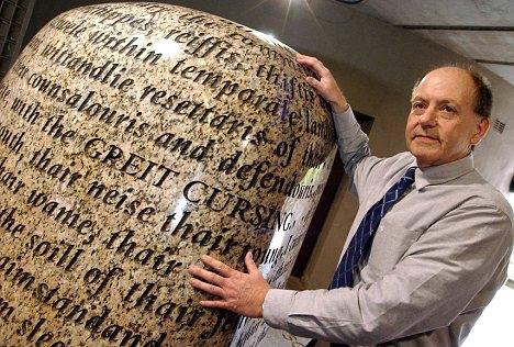 article 2064763 0EE7669300000578 994 468x332 呪いの石、現在も残る多くの文字。