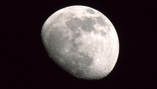 moon 2 月の内部は温かい?これまで確認されていなかった熱源か。