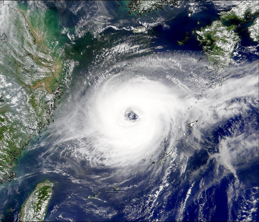 Annular Typhoon Jelawat Aug 9 2000 900x773 台風色々ランキング。異常気象が指摘されているものの平成台風は案外ショボイ?