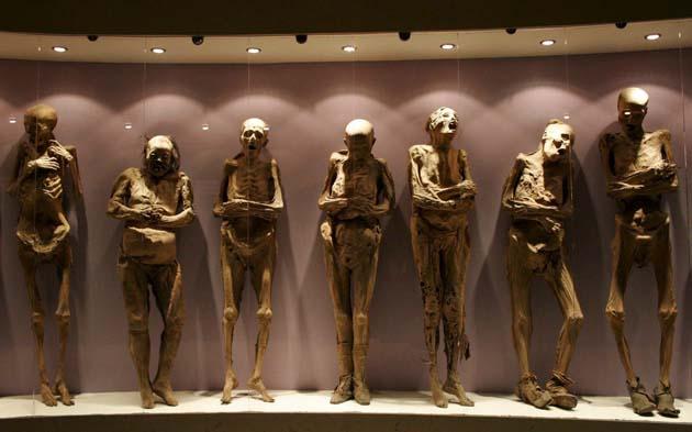 Guanajuato015 9379 グアナファトのミイラ博物館。メキシコの名物観光スポット。