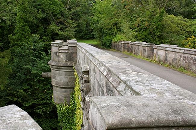 OvertounBridge オーバートン橋。犬が自殺をする場所。