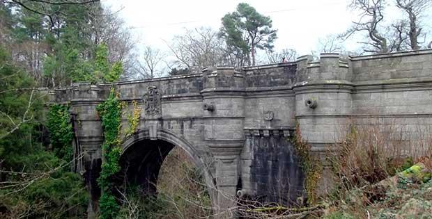 overtounbridge3  オーバートン橋。犬が自殺をする場所。