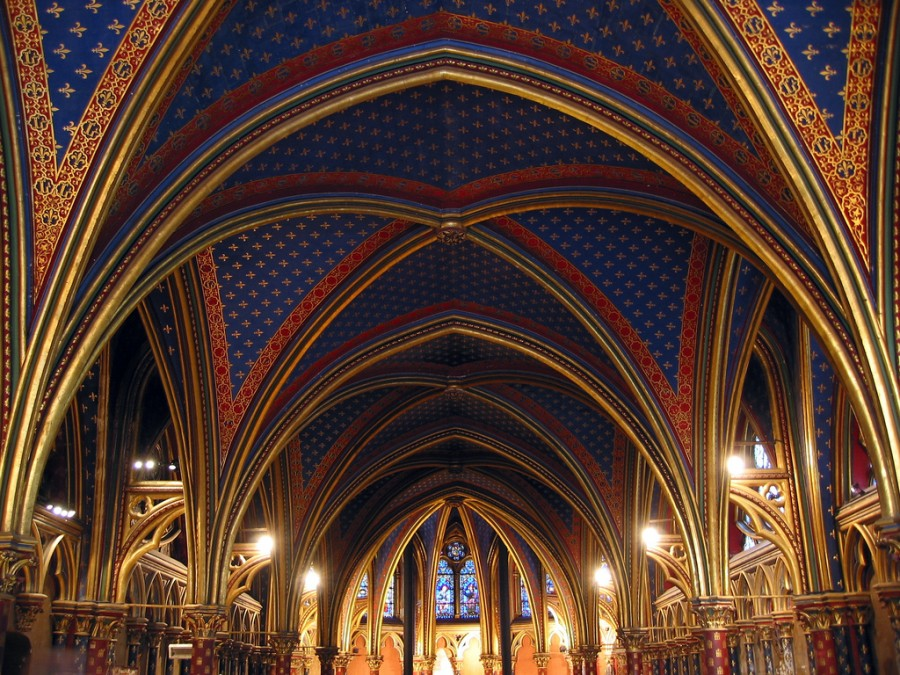sainte chapelle lower chapel 900x675 シテ島。パリ発祥の地とされる小さな島。